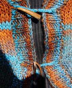 Knebelknöpfe statt einer geschlossenen Knopfleiste